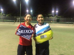有償 鈴木 荘太郎(一筆テニスクラブ) 写真右側 準優勝 岡田 陸雅(一筆テニスクラブ)